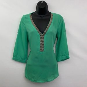 🎉3/$20 Leshop Green Beaded Blouse Size Small L-23